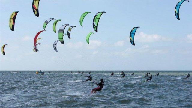 un-kite-surfeur-sauve-ce-midi-dans-la-baie-de-la-baule